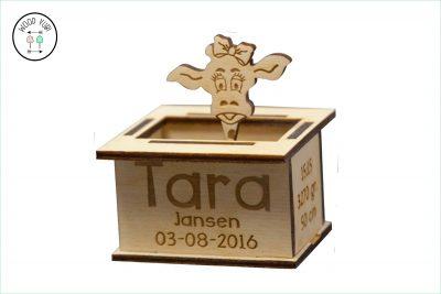 Houten geboortekaartje Tara