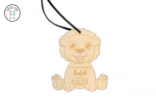 Houten geboortekaartje label leeuwtje ''Bodiek''