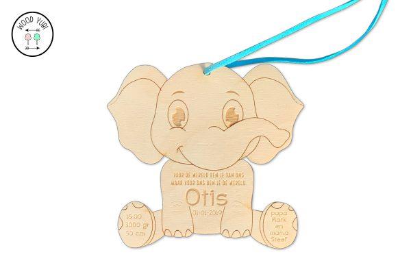 Houten geboortekaartje olifantje.