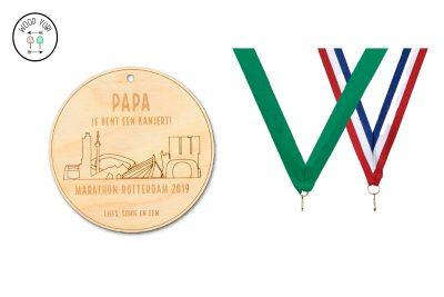 """Marathon Rotterdam medaille met de tekst """" Papa je bent een kanjert"""""""