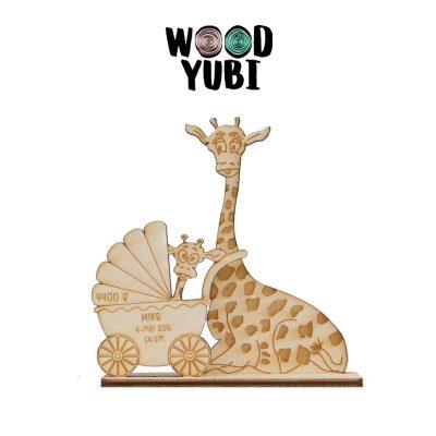 Houten geboortekaartje giraffe moeder