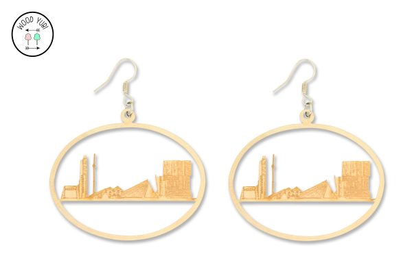 Houten oorbel van de Rotterdamse skyline