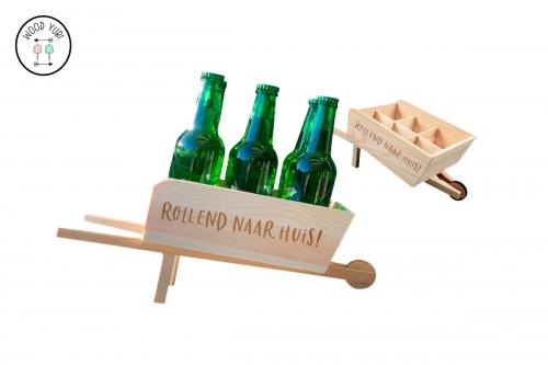 """Bierkruiwagen """"Rollend naar huis"""". Een uniek en origineel cadeau voor de gelegenheid."""