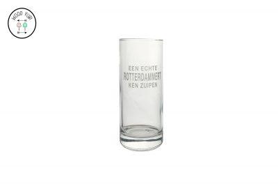 Longdrinkglas met de gegraveerde tekst, Een echter Rotterdammert ken zuipen