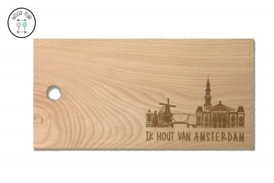 Snijplank van massief beukenhout met de skyline van Amsterdam en de tekst Ik hout van Amsterdam